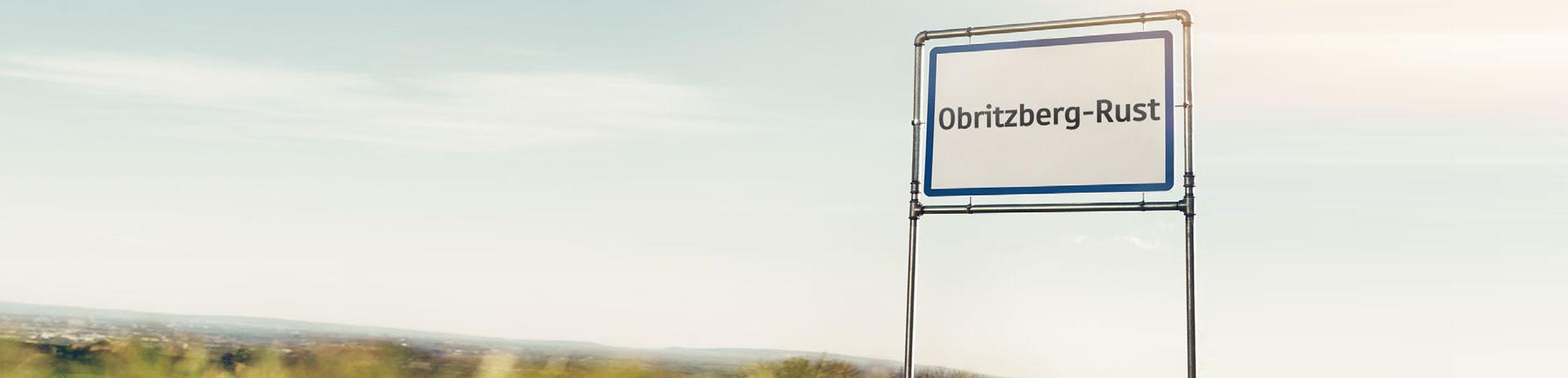 Ortsschild von Obritzberg-Rust am Straßenrand