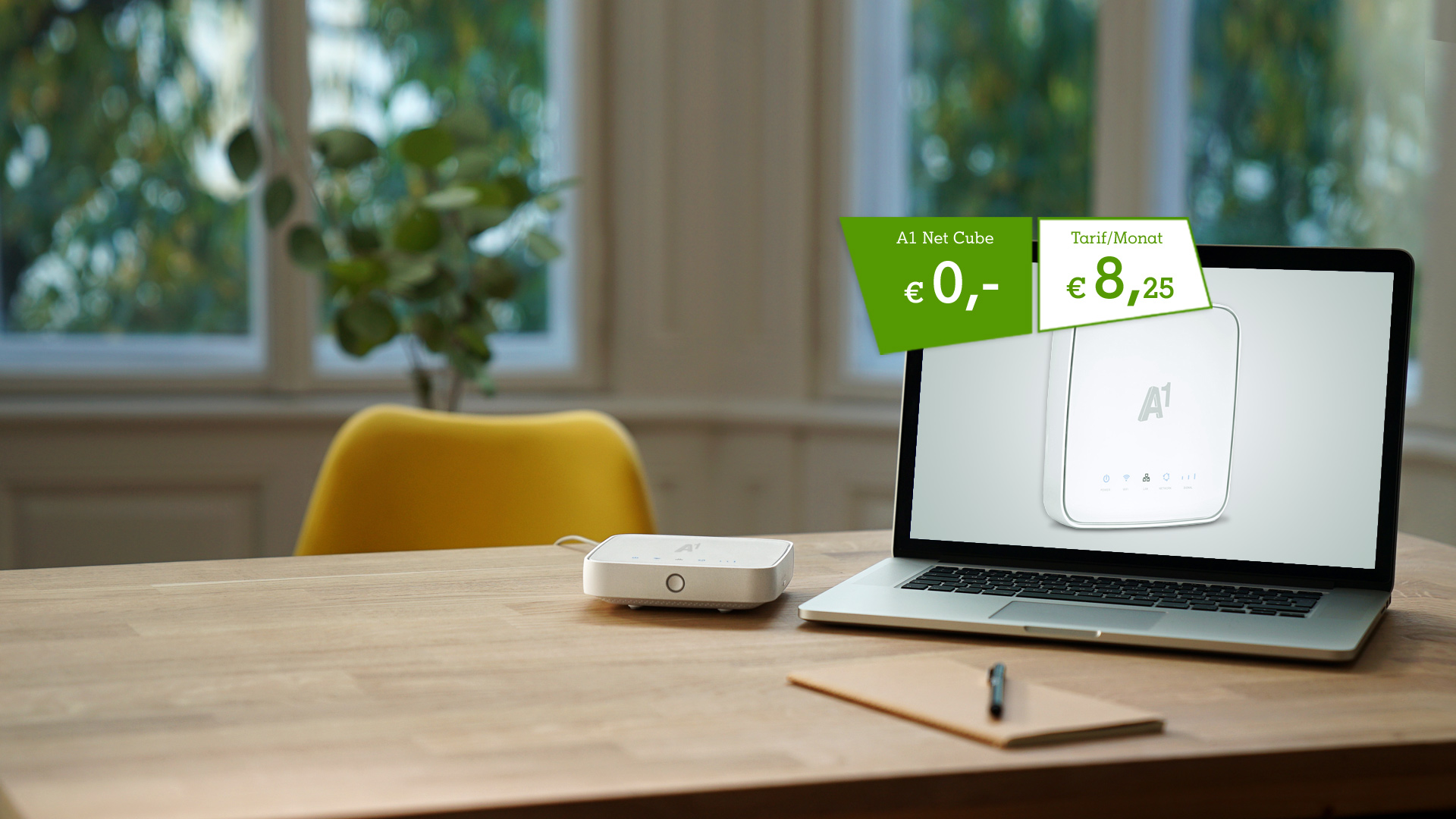 A1 Net Cube 2 um € 0,- auf einem Tisch neben einem Laptop. Tarif um € 8,25 für die ersten 3 Monate.