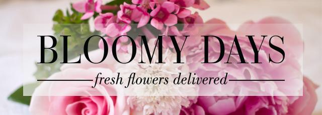 Bloomy Days Schriftzug mit Blumenstrauß